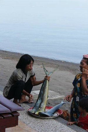 Villa Agung Beach Inn : Fish for lunch