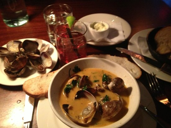 Brannan's Grill : Clams! Beautiful Clams, in a lovely broth, lots of them!