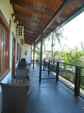 Petit Hotel Si Mi Capitan: upstairs hallway