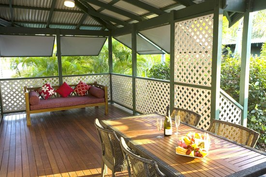 Cocos Beach Bungalows: Bungalow veranda