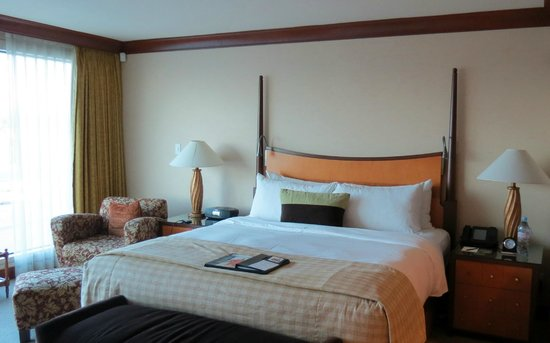 Fairmont Vancouver Airport: King Bed - Room 1101