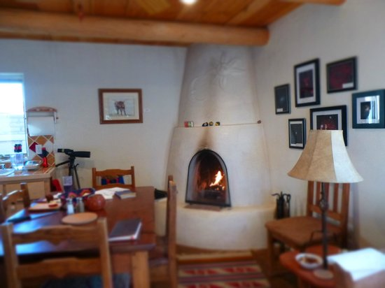 Casitas de Gila Guesthouses: inside in the family and dining area