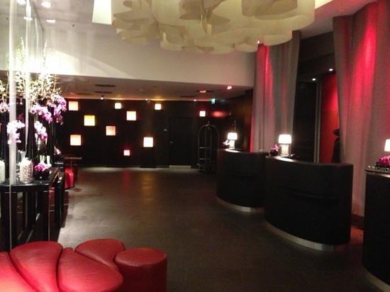 Renaissance Paris Arc de Triomphe Hotel: Main Lobby