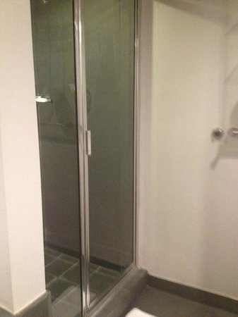 Clinton Hotel South Beach: Shower