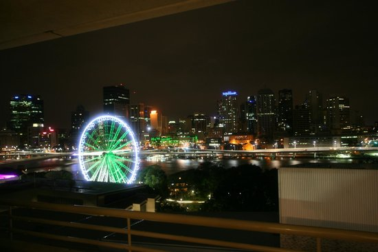Rydges South Bank Brisbane: At night :)