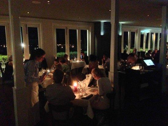 هيلتون ليك توبو: Bistro Lago at Earth Hour