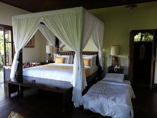 Bidadari Private Villas & Retreat: Super Kind size bed!
