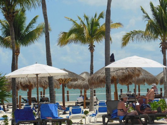 Ocean Maya Royale: View of beach from pool area