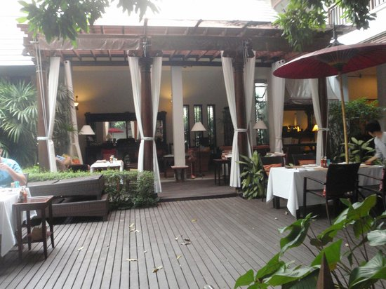 Baan Klang Wiang: Decking Area