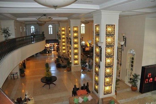 Sunrise Nha Trang Beach Hotel & Spa: Лобби, вид сверху