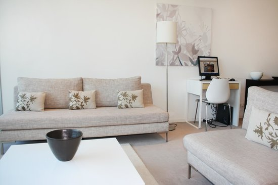 Living Corporate Melbourne Serviced Apartments: Living Room