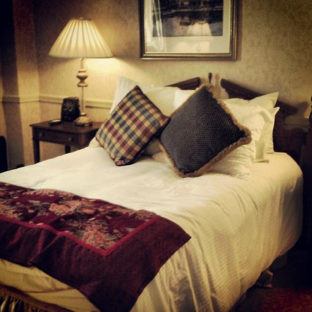 Historic Inns of Annapolis: Bed is small but comfortable