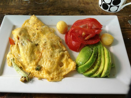 Fire Side Inn - Georges' Grill: Omellete made to order and avocado with tomato and pineapple balls. Coffee excellent too!