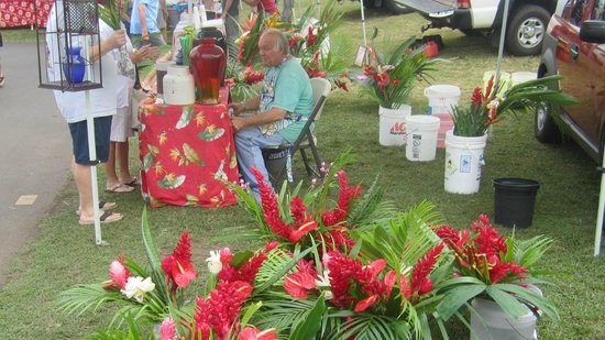 Maui Swap Meet: Fresh tropical flowers