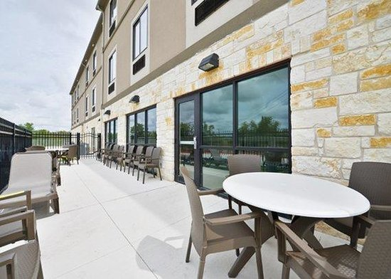 Sleep Inn & Suites: patio