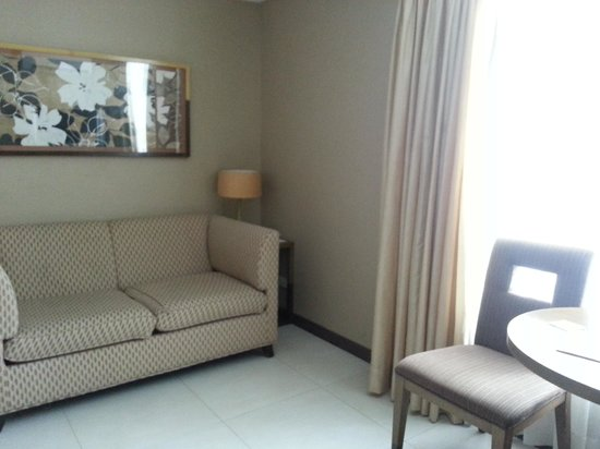 One Tagaytay Place Hotel Suites: Living room
