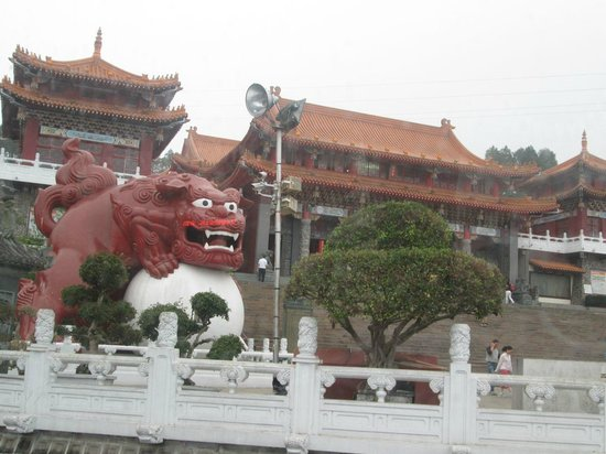 Wen Wu Temple: Wen Wu Chao from outside