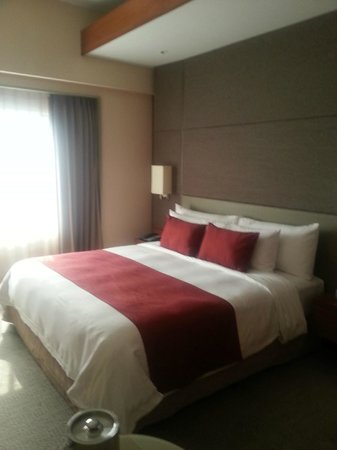 Crowne Plaza Bangkok Lumpini Park: our room for 3nights.. :)