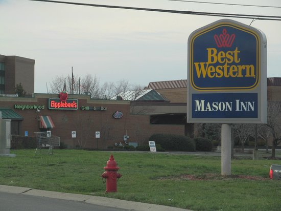 BEST WESTERN Mason Inn: Applebee's & Chick-fil-A next door/across the street