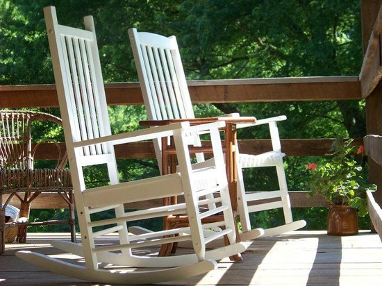 Snug Hollow Farm Bed & Breakfast: Cozy rockers