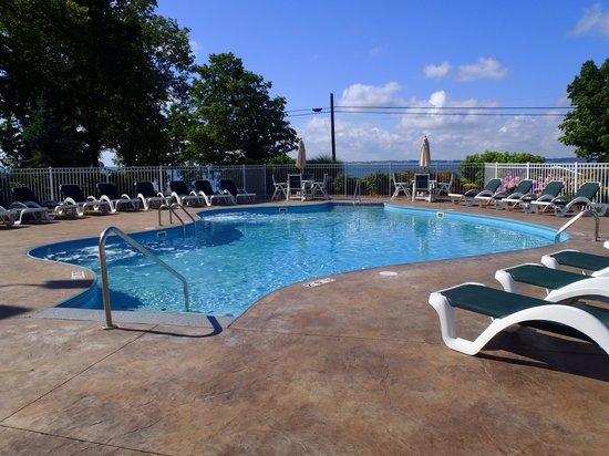 Kelleys Island Venture Resort: nice pool!