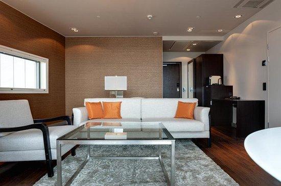 Solo Sokos Hotel Paviljonki: Suite Livingroom