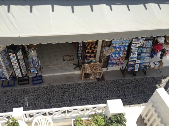 Hotel Mylos: The view below from the window on the other side.