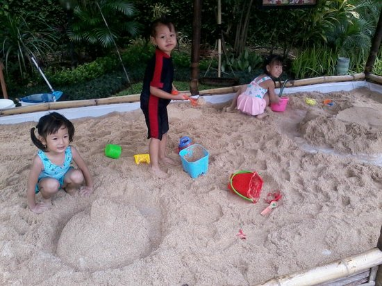 Surya Hotel and Cottages Prigen : White Sandbox For Kids To Play