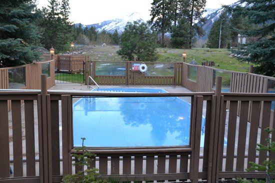 Alpine Rivers Inn: Small outdoor pool