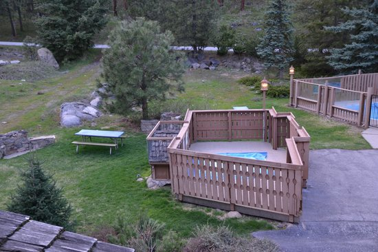 Alpine Rivers Inn: hot tub