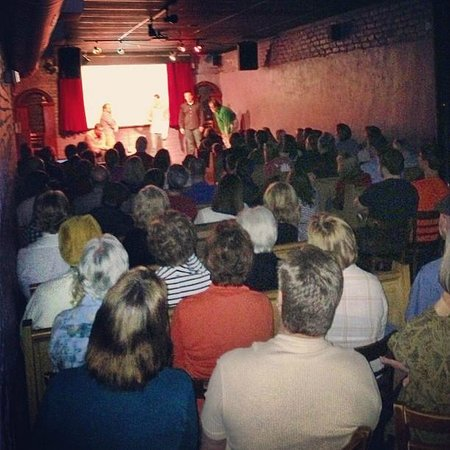 Alchemy Comedy Theater: Packed house.  Get there 30 minute early!