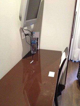 Hotel Acta BCN 40: The desk
