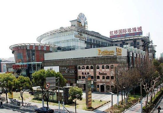 Resultado de imagem para hongqiao pearl market shanghai