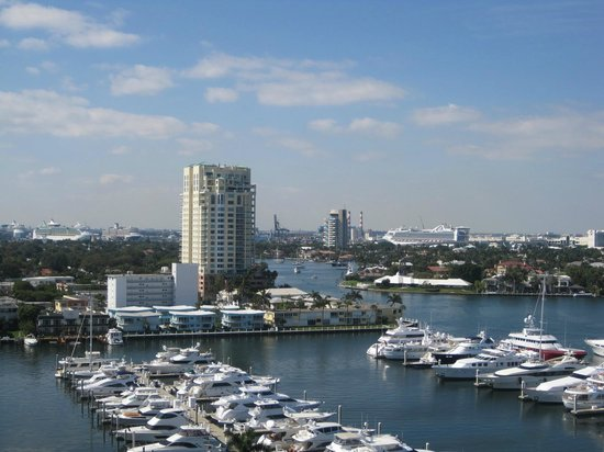 Bahia Mar Fort Lauderdale Beach - a Doubletree by Hilton Hotel: View from our Balcony