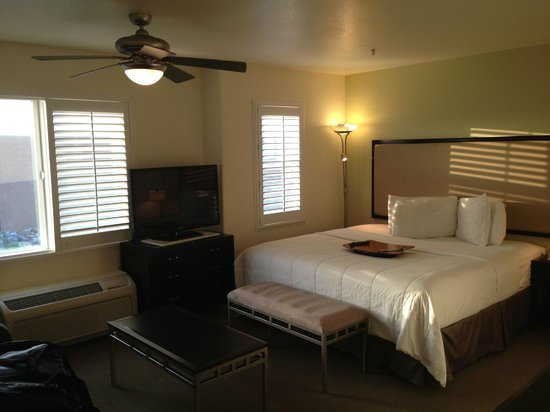 Hawthorn Suites by Wyndham Victorville: Pretty room