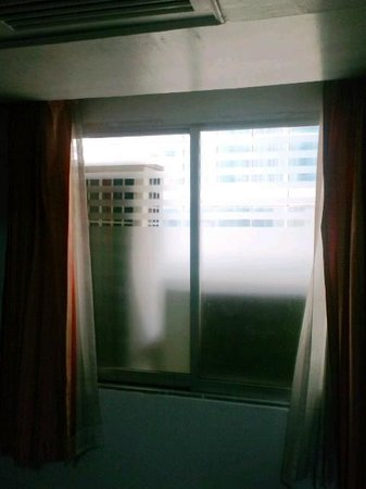 Baiyoke Boutique Hotel: 窓の景色が。。。