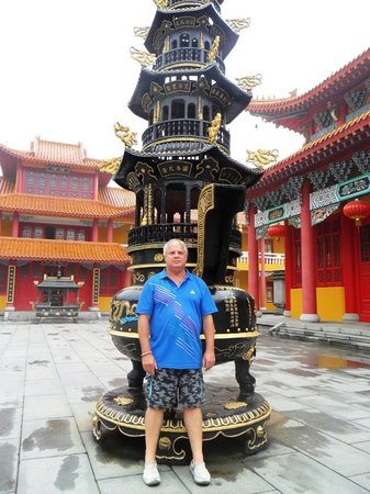 Wulong Mountain of Dandong : Heinrich inside the Buddha Temple court