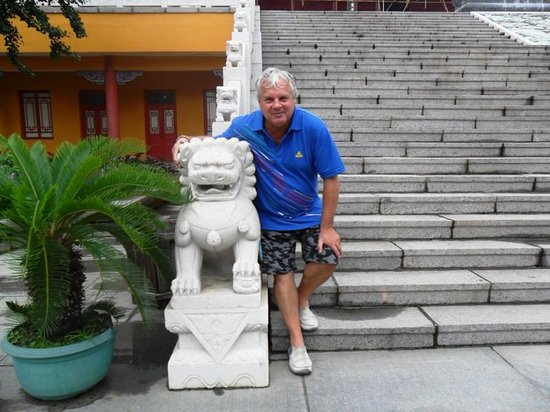 Wulong Mountain of Dandong: Heinrich at the stairs of the temple