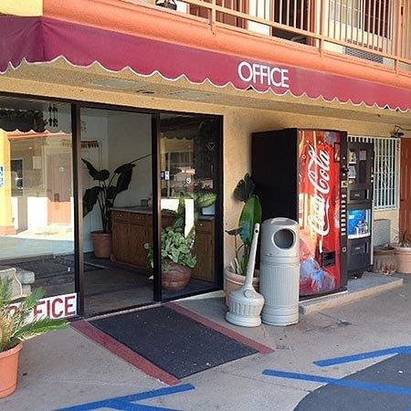 VIP Inn & Suites: Lobby