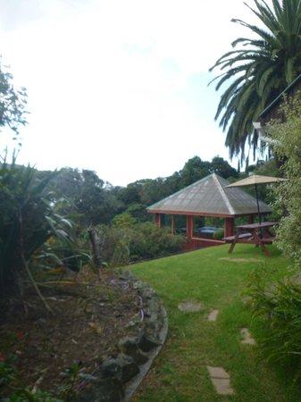 Sunseeker Lodge: spa outside