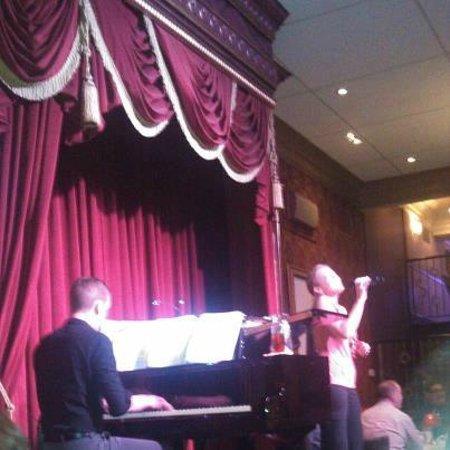 Walnut Street Supper Club: Entertainment