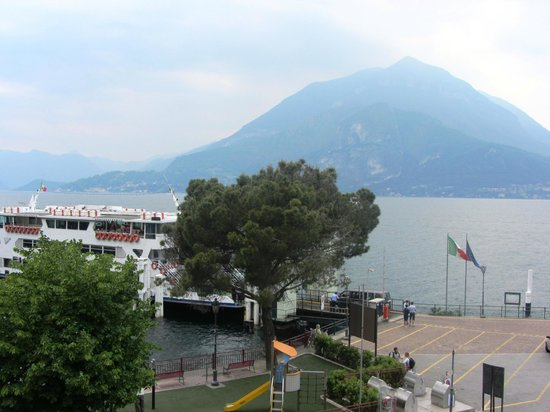 Villa Torretta: Lake view from balcony showing ferry arriving