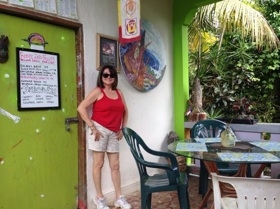 Roots and Fruits Juice Bar : Mesa de Roots And Fruits