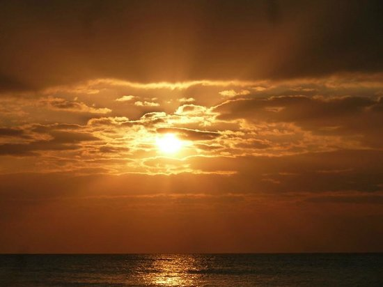 La Quinta Inn & Suites Ft. Myers - Sanibel Gateway: Sunsets a few minutes from the hotel