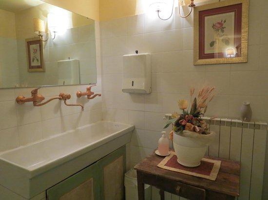 Il Chiostro del Carmine: Banheiro da sala de estar - preservado e charmoso