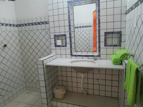 Pousada Chez Roni: baño bonito