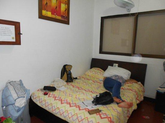 PitStop Hostel: habitación privada con ventilador