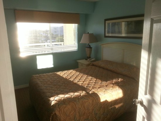 Royal Floridian Resort: 2nd bedroom with street view