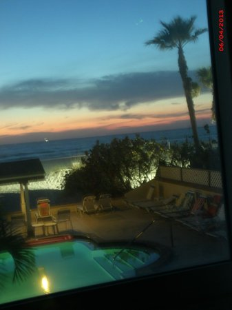 Palm Crest Resort Motel: view from ocean view room