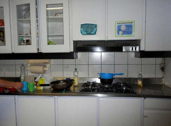Pitstop Guest House: cocina
